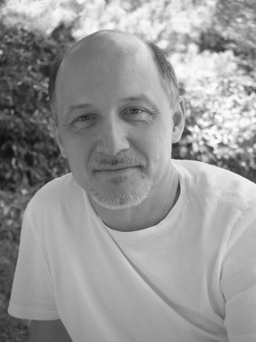Владимир Галата — консультант Института телесности человека по вопросам бизнес-аналитики.